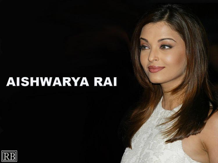 Aishwarya Rai Nice and Cool Look Wallpaper