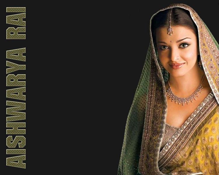 Aishwarya Rai Sizzling Look Wallpaper