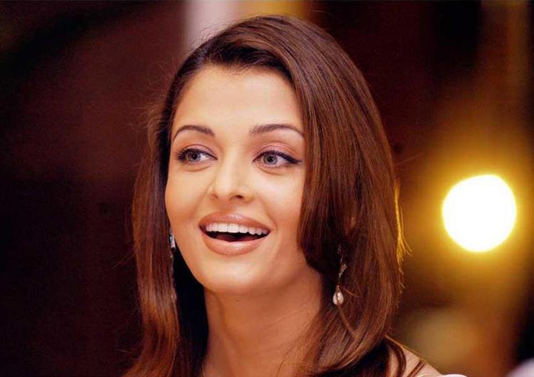 Pretty Bollywood Doll Aishwarya Rai Latest Wallpaper