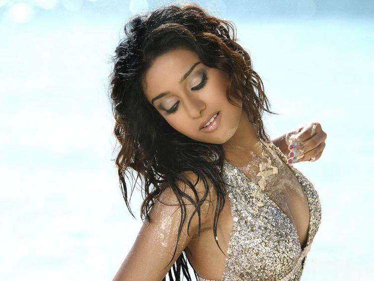 Amrita Rao Sexy Wallpaper