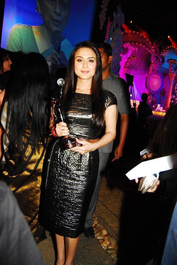 Preity Zinta Black Gorgeous Dress Wallpaper
