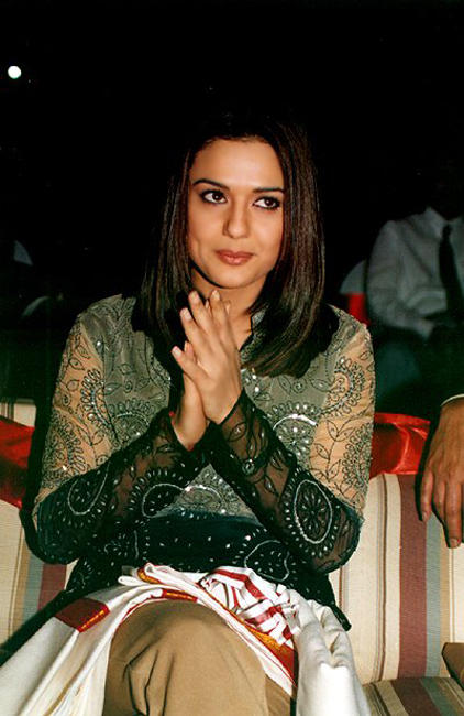 Preity Zinta Clapping Hand Still
