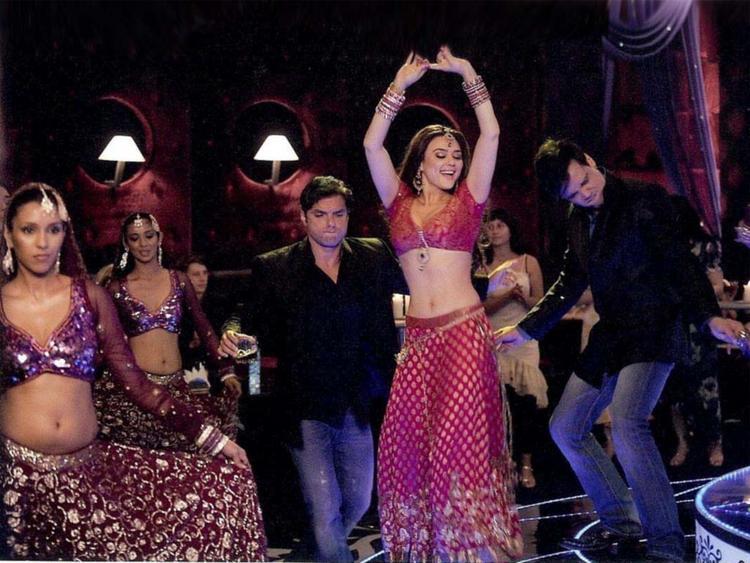 Preity Zinta Main Aur Mrs Khanna Item Song Still
