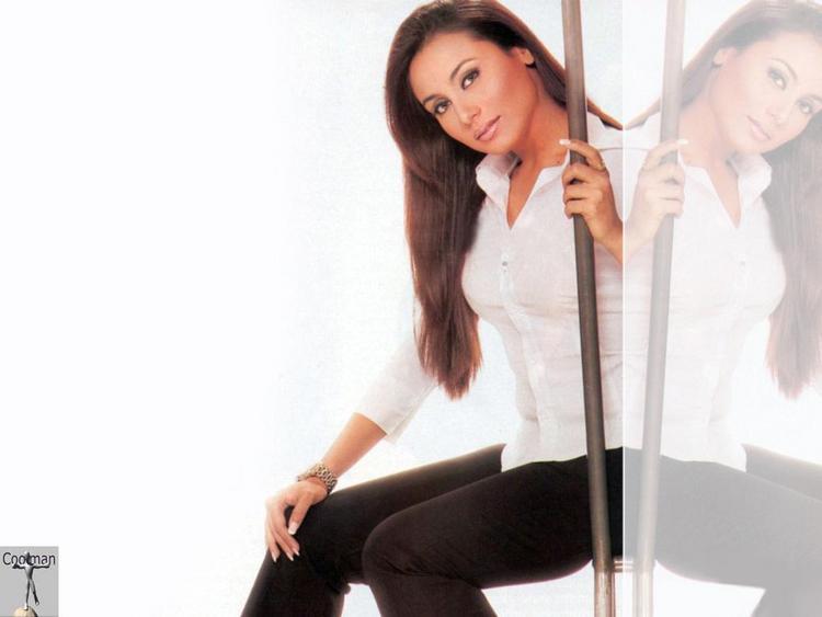 Rani Mukherjee Poses To Photo Shoot