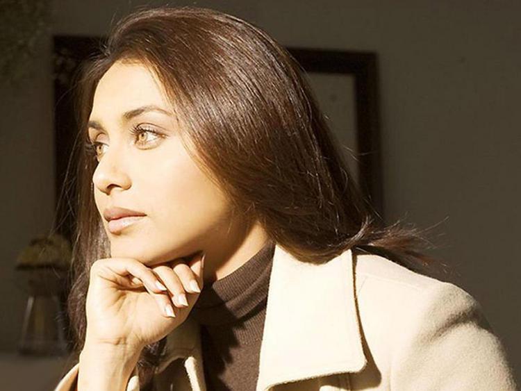 Rani Mukherjee side Face stunning pic