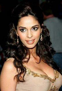 Mallika Sherawat Sexy Cleavages Gorgeous Pic