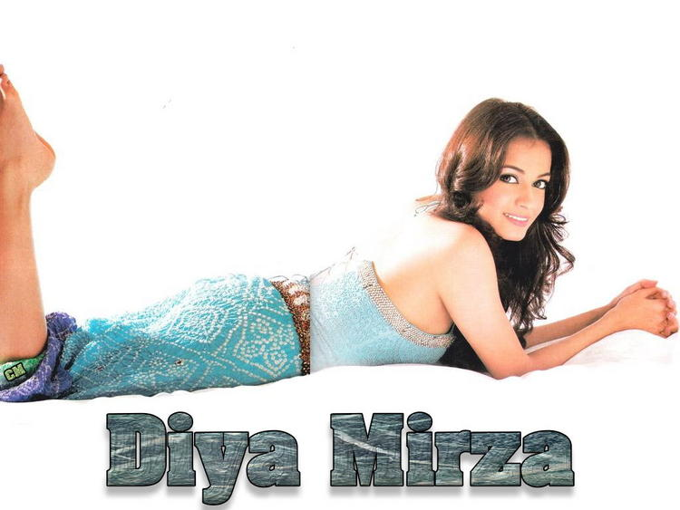 Cute Diya Mirza Sexy Wallpaper