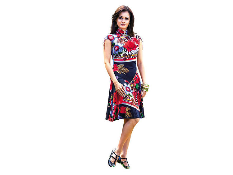 Diya Mirza Cute Dress Wallpaper