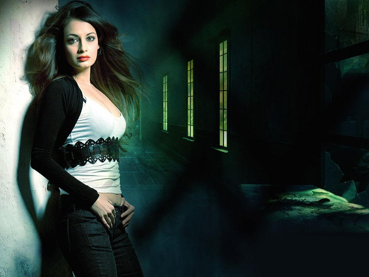 Diya Mirza Sexy Awesome Look Wallpaper