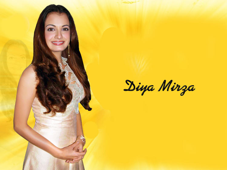 Smiling Beauty Diya Mirza Wallpaper