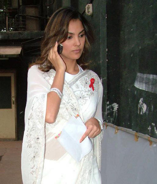 Lara Dutta Nice Still In White Transparent Saree