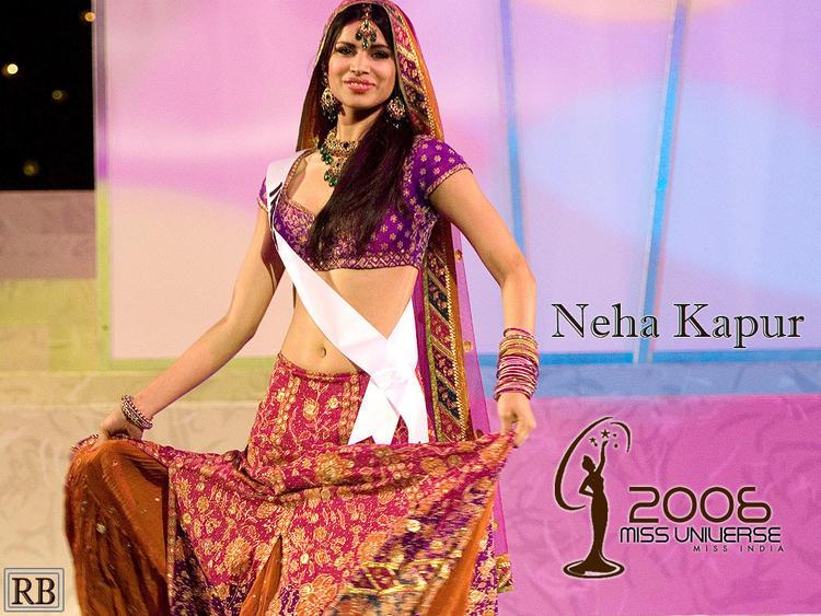 Neha Kapur Hot Navel Exposing Wallpaper