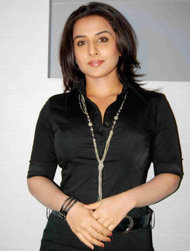 Vidya Balan Black Dress Sizzling Photo