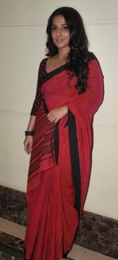 Vidya Balan Red Saree Sizzling Pic