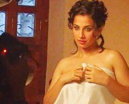 Vidya Balan Wet Look Romancing Pic