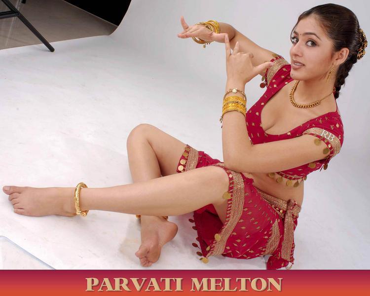 Parvathi Melton Dancing Pose Wallpaper