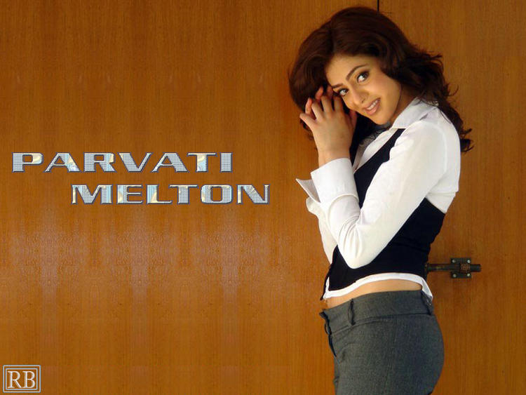 Parvathi Melton Nice And Smiling Wallpaper