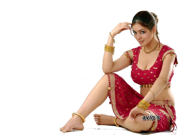 Sexy Parvathi Melton Milky Legs Show Wallpaper