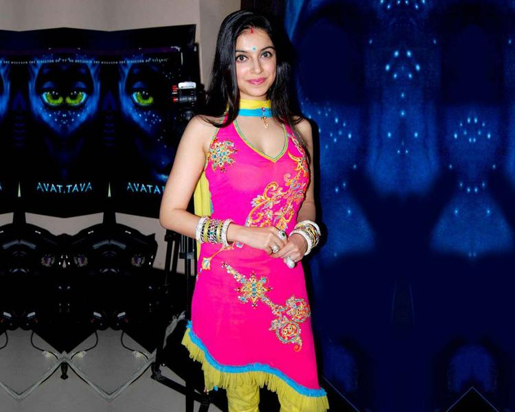 Divya Khosla Salwar Suit Hot Pics