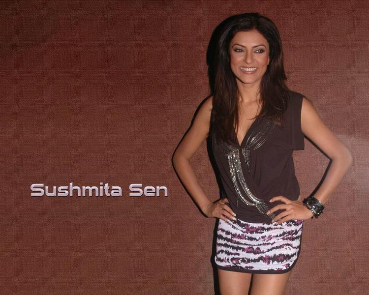 Cute Sushmita Sen Wallpaper In Mini Dress