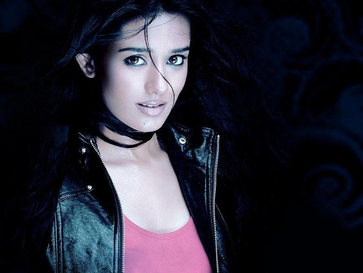 Amrita Rao Sexy Look Wallpaper