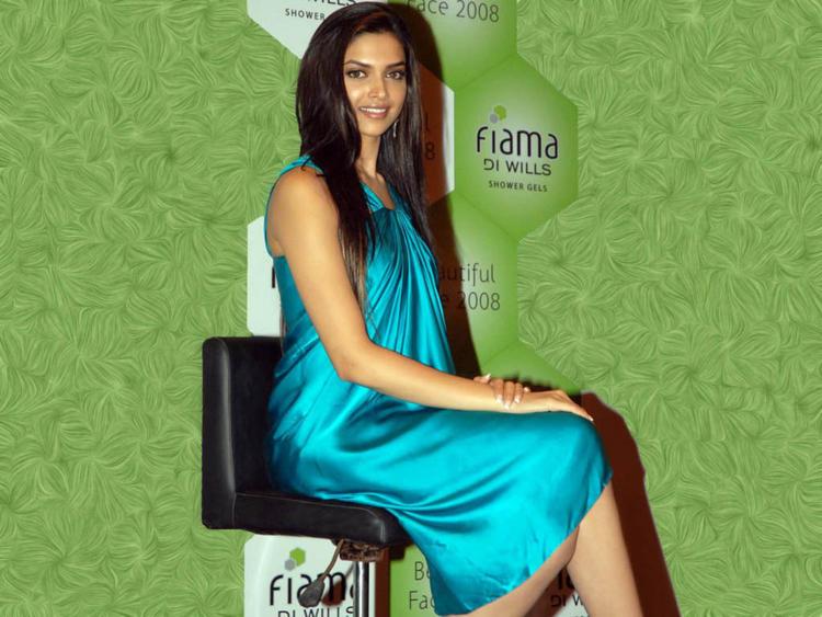 Deepika Launches Fiama Di Wills Most Beautiful Face Hunt