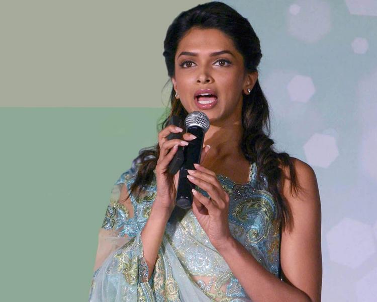 Deepika Padukone Cute Pic In Saree