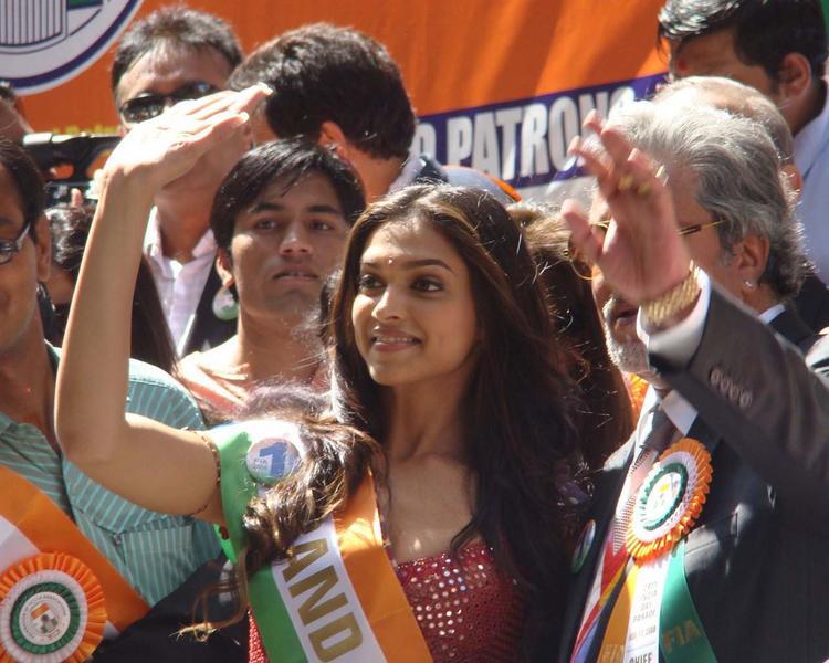 Deepika Padukone Lead The India Day Parade as Grand Marshal