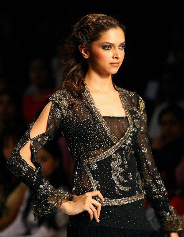 Deepika Padukone Looking Very Gorgeous