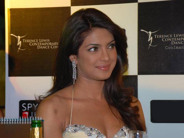 Charming Actress Priyanka Chopra Pic