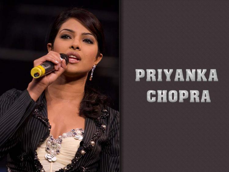 Hot Babe Priyanka Chopra Wallpaper