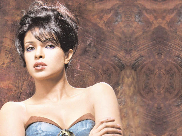 Priyanka Chopra Modern Look Wallpaper