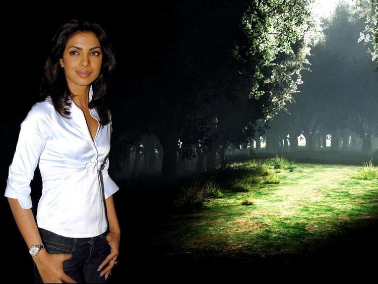 Priyanka Chopra Stylist Photo In White Shirt and Jeans