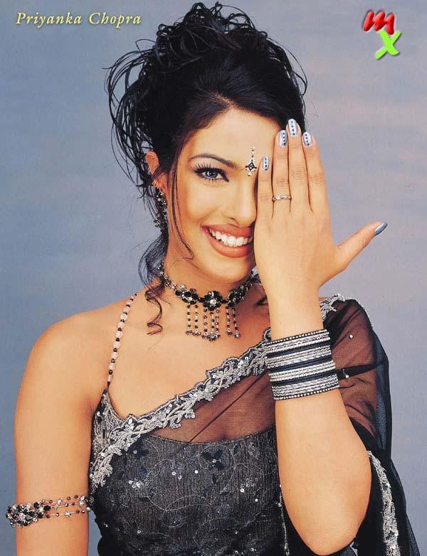 Priyanka Chopra Sweet Wallpaper In Net Saree