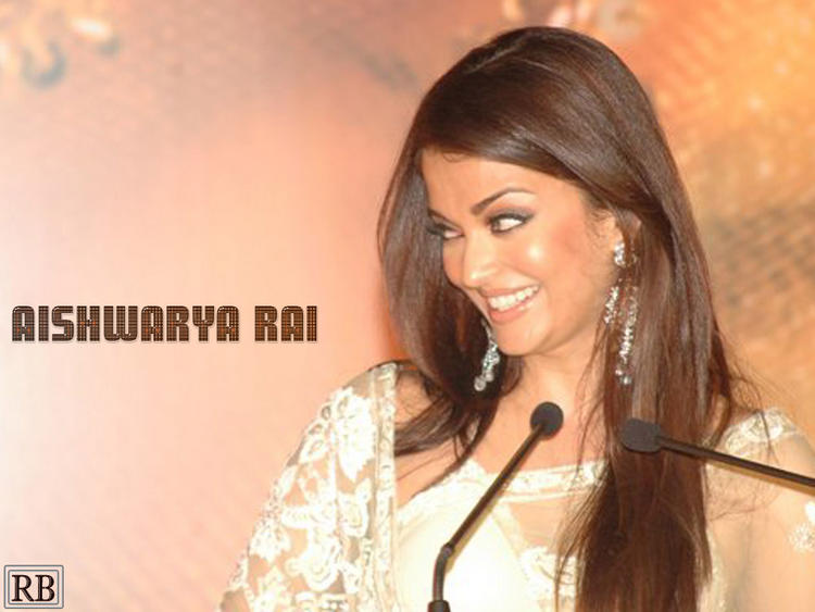 Aishwarya Rai Glamour Look Wallpaper