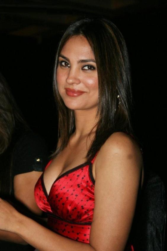Lara Dutta Deadly Smiling Pics