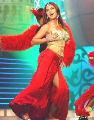 Lara Dutta Hot Dancing Pics