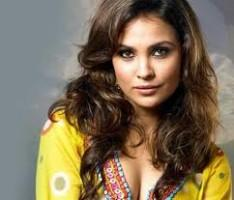 Lara Dutta Sizzling Face With Hot Look Wallpaper