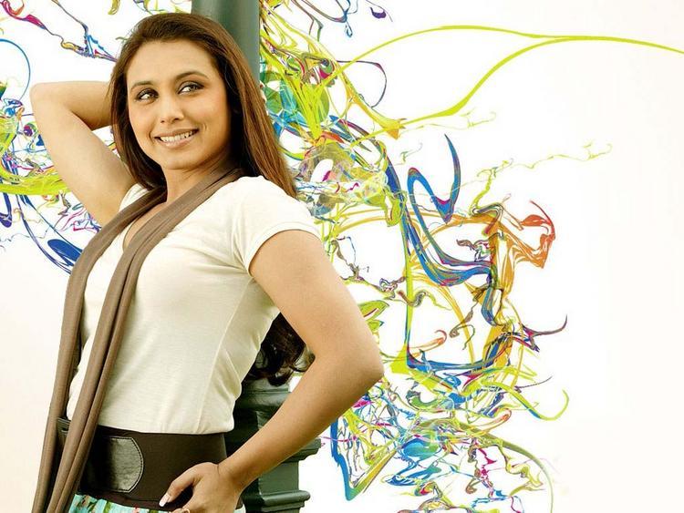 Rani Mukherjee Glowing Look Wallpaper