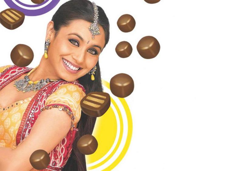 Rani Mukherjee Smiling Look Wallpaper