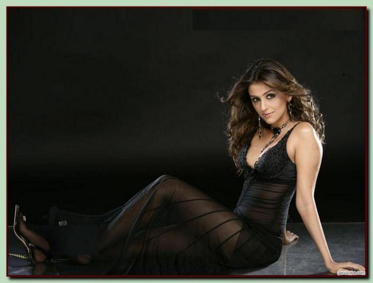 Aarti Chhabria Sexy Black Dress Wallpaper