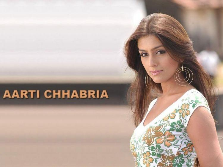 Aarti Chhabria Sizzling Face Look Wallpaper