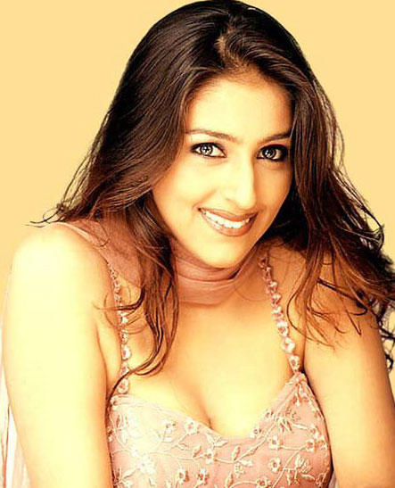Aarti Chhabria Stunning Face Look Wallpaper