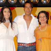 Kajol Devgan Poses With Ajay and Tanuja