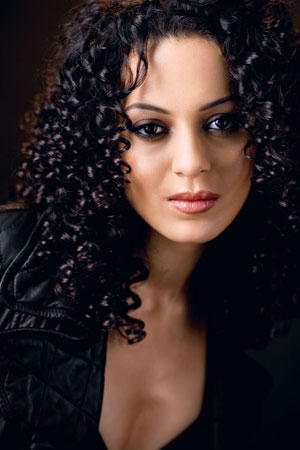 Kangana Ranaut Curly Hair Sizzling Face Look Wallpaper
