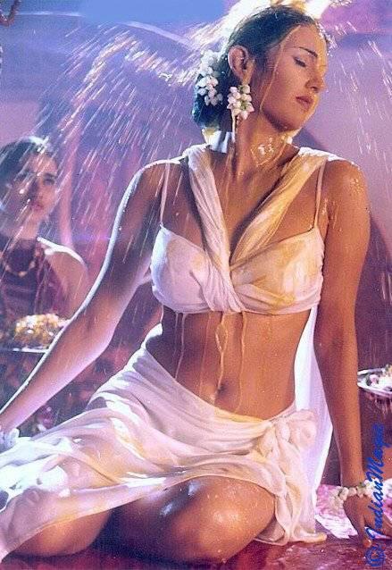Deepti Bhatnagar Sexy Dancing Pics