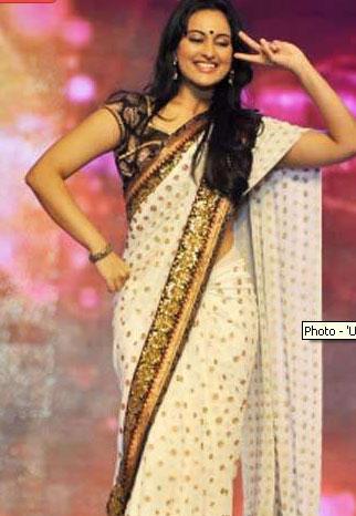 Sonakshi Sinha Dance Still at Umang