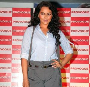 Sonakshi Sinha Glamour Face Look At Provogue