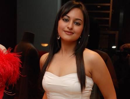 Sonakshi Sinha Strapless Dress Beauty Still