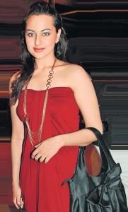 Sonakshi Sinha Strapless Dress Gorgeous Pic